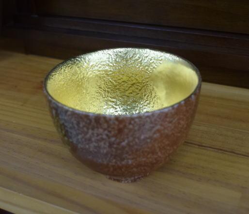 金箔を張った抹茶椀